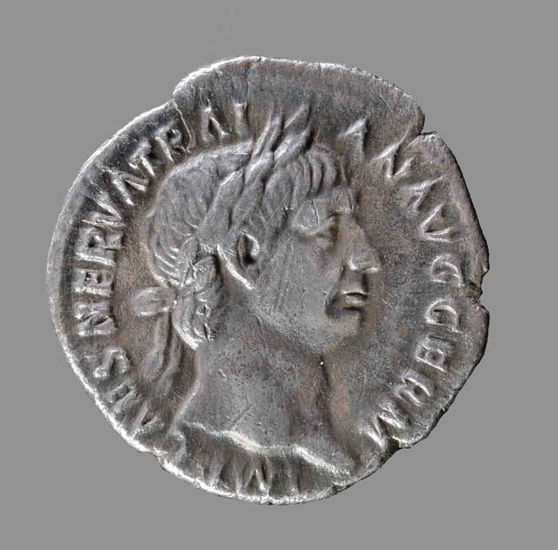 Zilveren Romeinse munt (Traianus) gevonden bij De Wijk, Nederland Datering: 1e eeuw Particuliere collectie. Foto J.R. Beuker