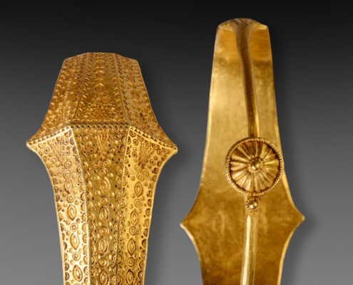 Details of the bracelet of the Gold treasure from Beilen, The Netherlands. Roman Iron Age (around 400). Collection Drents Museum, Assen. Photo J.R.Beuker.