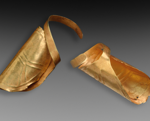 Gold hair jewelry, Eelde, The Netherlands. Width 2,5 cm. Bell Beaker culture (2400-1900 BC). Collection Noordelijk Archeologisch Depot, Nuis. Photo J.R.Beuker.