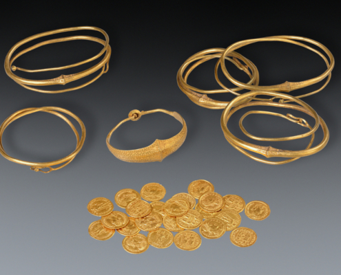 Gold treasure, Beilen, The Netherlands. Diam. of the bracelet is 6,5 cm. Roman Iron Age (around 400). Collection Drents Museum, Assen. Photo J.R.Beuker.