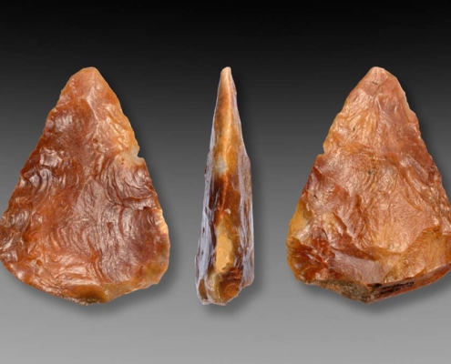 Flint handaxe, Anderen, The Netherlands. Length 11,8 cm. Middle Paleolithic (about 80.000-50.000 years old). Collection Drents Museum, Assen. Photo J.R.Beuker.